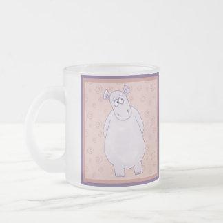 Una pequeña taza culpable del hipopótamo