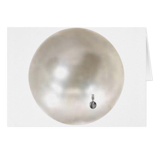 Una perla con un pendiente del chica tarjeta