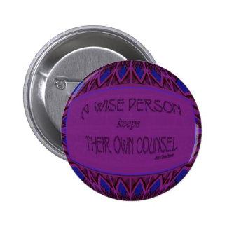 una persona sabia guarda su propio consejo pin