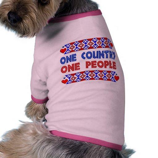Una personas del país uno camiseta con mangas para perro