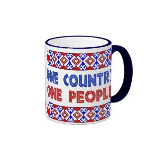 Una personas del país uno taza a dos colores