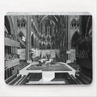 Una perspectiva de la iglesia colegial del interio tapete de raton