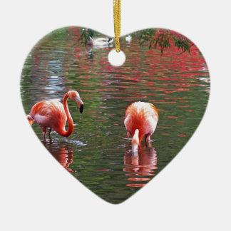 Una pieza del paraíso flamenco adorno navideño de cerámica en forma de corazón