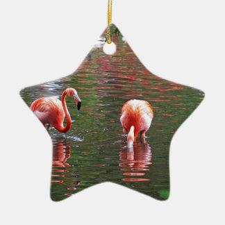 Una pieza del paraíso flamenco adorno navideño de cerámica en forma de estrella