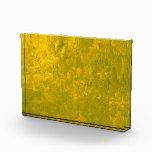 una pintura del color, amarilla