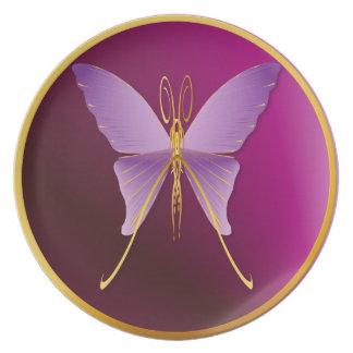 Una placa de mariposa púrpura grande plato de cena
