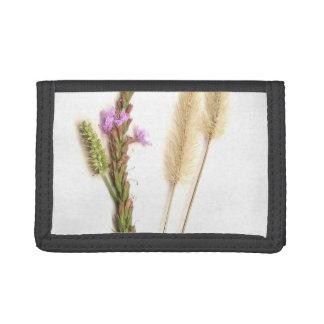 Una planta verde púrpura y un seedhead borroso