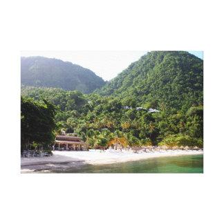 Una playa arenosa en la isla de la Santa Lucía Impresión De Lienzo