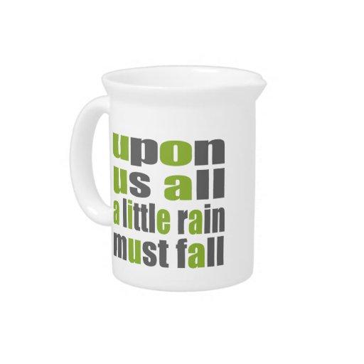 Una poca lluvia debe caer jarra para bebida