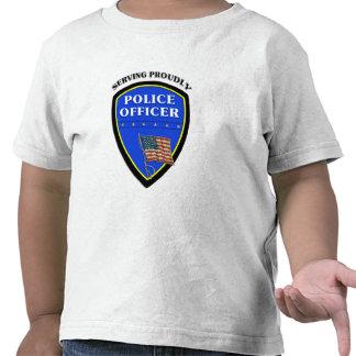 Una policía que sirve orgulloso camiseta