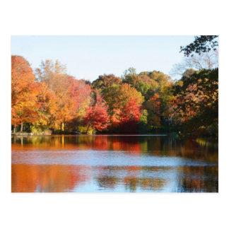 Una postal de la charca del otoño de Nueva Inglate