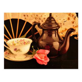 Una postal pasada de moda del tiempo del té