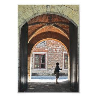 Una puerta a esperar impresión fotográfica