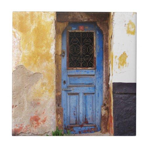 Una puerta azul vieja rústica hermosa en CRETA, Gr Azulejo Cuadrado Pequeño