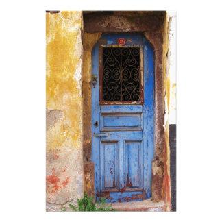 Una puerta azul vieja rústica hermosa en CRETA, Gr Papeleria Personalizada