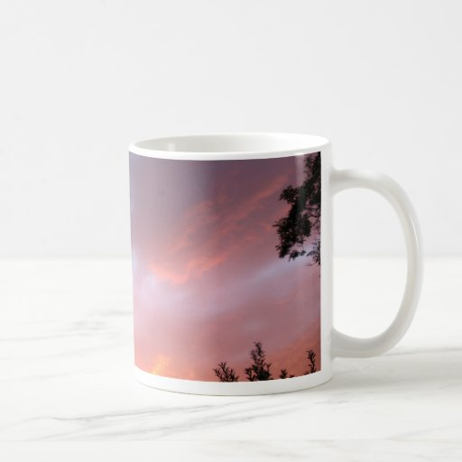 Una puesta del sol colorida taza