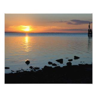 Una puesta del sol del lago fotografía