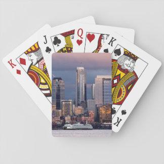 Una puesta del sol hermosa y dramática vista del o baraja de cartas