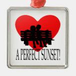 Una puesta del sol perfecta adorno cuadrado plateado
