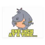 una pulgada a la vez adieta humor del hipopótamo tarjeta postal