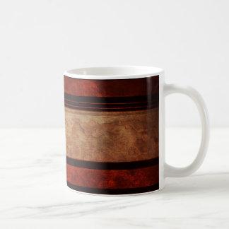Una raya negra y rojo en un fondo de madera taza de café