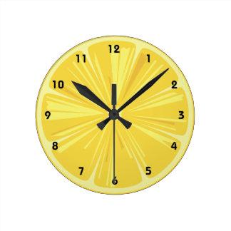 Una rebanada de limón reloj de pared
