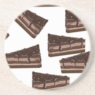 una rebanada de torta de chocolate posavasos diseño