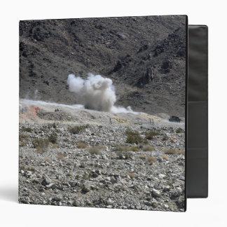 """Una ronda de un pequeño lanzacohetes AT-4 Carpeta 1 1/2"""""""