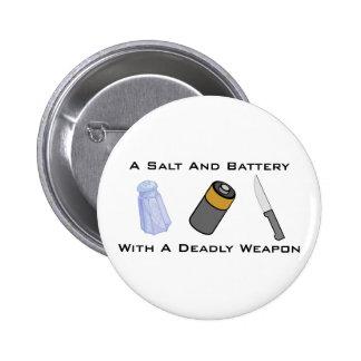 Una sal y una batería con un arma mortal pin redondo 5 cm