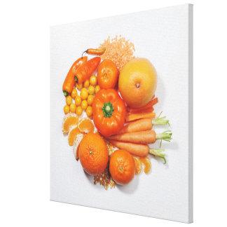 Una selección de frutas y de verduras anaranjadas lona envuelta para galerias