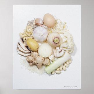 Una selección de frutas y de verduras blancas póster
