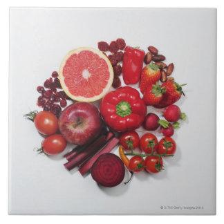 Una selección de frutas y de verduras rojas azulejo cuadrado grande