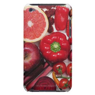 Una selección de frutas y de verduras rojas iPod touch Case-Mate protector
