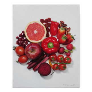 Una selección de frutas y de verduras rojas póster