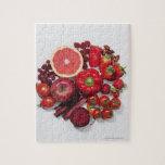 Una selección de frutas y de verduras rojas rompecabezas con fotos