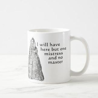 Una señora aquí taza de café