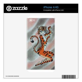Una señora salvaje Tiger Original iPhone 4 Skins