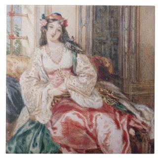 Una señora Seated en un otomano Turki que lleva in Azulejo Cuadrado Grande