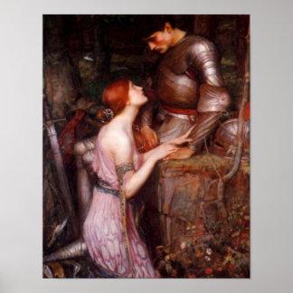 Una señora y su poster romántico del caballero