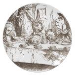 Una sepia enojada de Tenniel de la fiesta del té Platos De Comidas