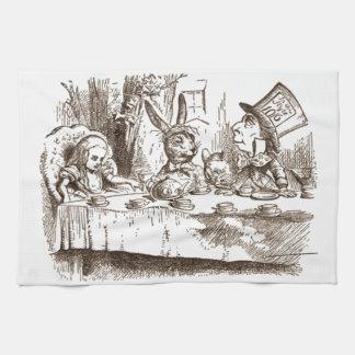 Una sepia enojada de Tenniel de la fiesta del té Toalla De Cocina
