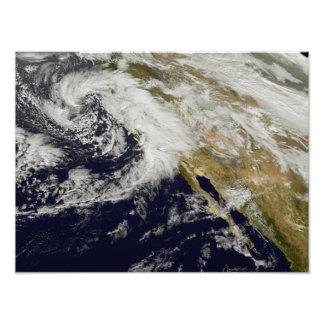 Una serie de tormentas fuertes con los vientos fotografías