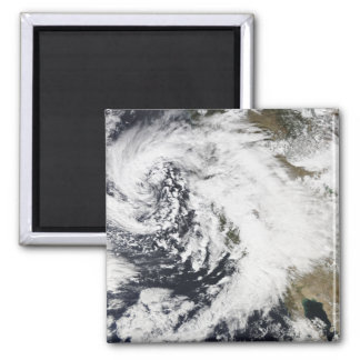 Una serie de tormentas fuertes con los vientos imán cuadrado
