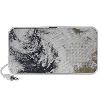 Una serie de tormentas fuertes con los vientos iPod altavoces