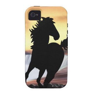 Una silueta y una cascada del caballo iPhone 4 carcasas