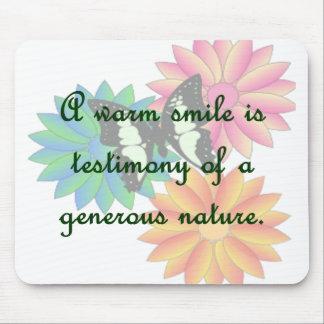 Una sonrisa caliente es testimonio de una naturale mousepad