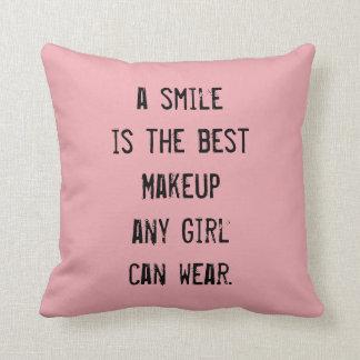 Una sonrisa es el mejor maquillaje que cualquier cojín