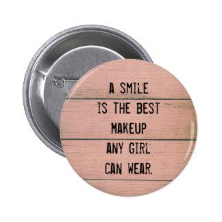 Una sonrisa es el mejor maquillaje que cualquier pin redondo de 2 pulgadas