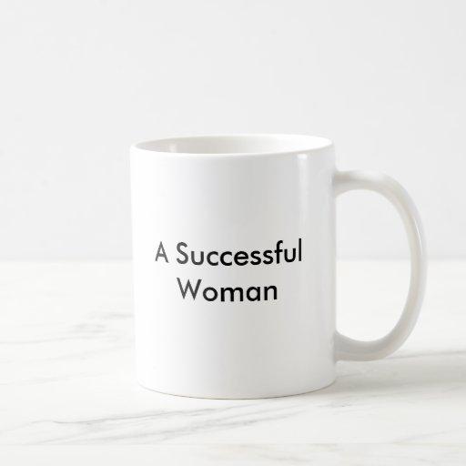 Una taza acertada de la mujer