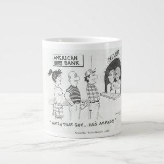 Una taza con el hombre armado del dibujo animado taza grande